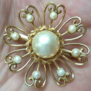 vintage faux pearl gold tone flower brooch pin